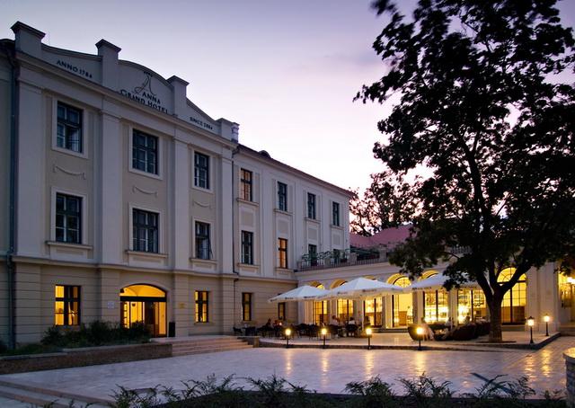 Anna Grand Hotel. Szálloda, rendezvényhelyszín, esküvőhelyszín és konferenciahelyszín Balatonfüred.